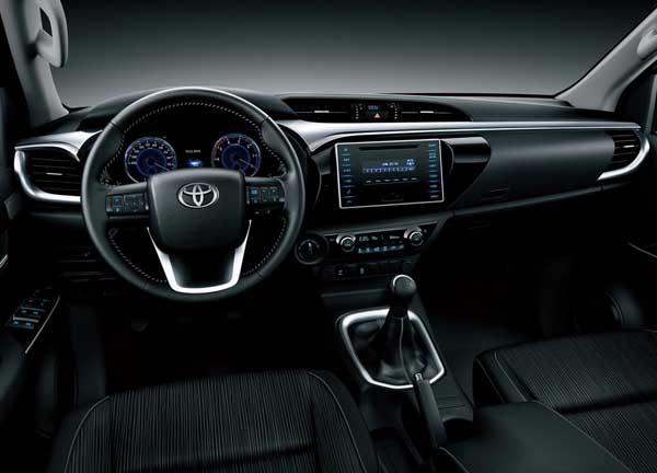 2017-toyota-hilux-diesel-interior