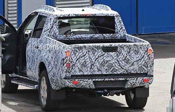 2018-mercedes-benz-pickup-truck-back